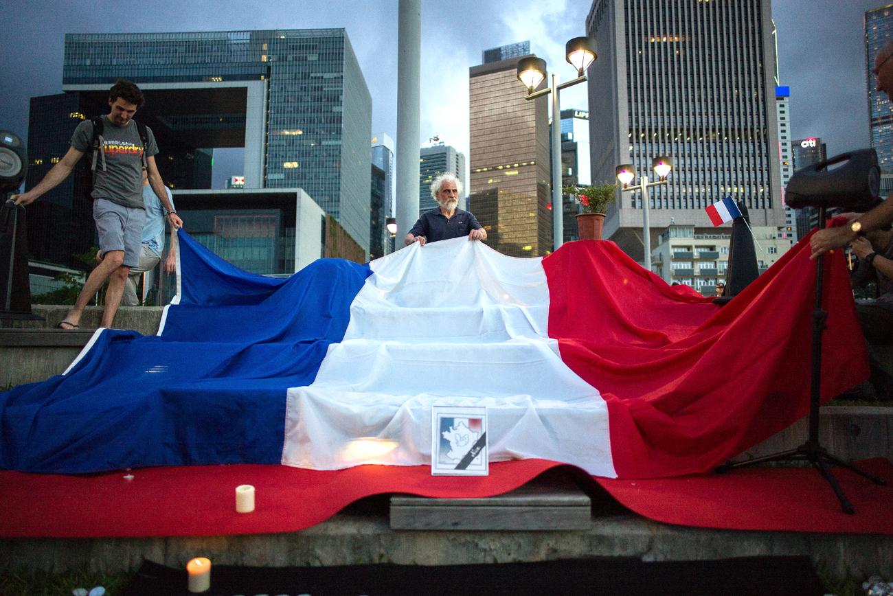 Une veillée en mémoire des victimes de Nice à Hong Kong.