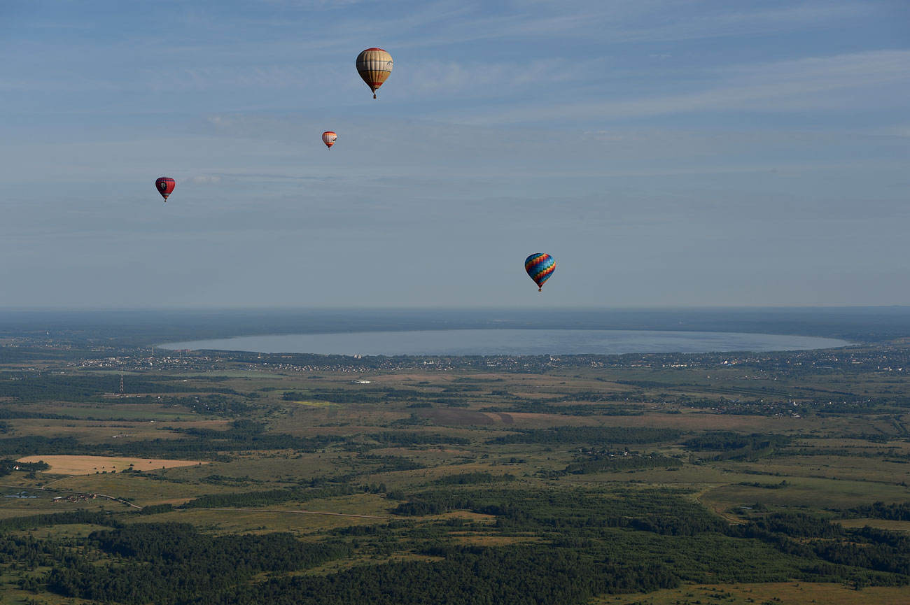 For 5 days in July the ancient towns of Pereslavl Zalessky and Rostov Veliki (150 km north-west of Moscow) become a mecca for ballooning enthusiasts.