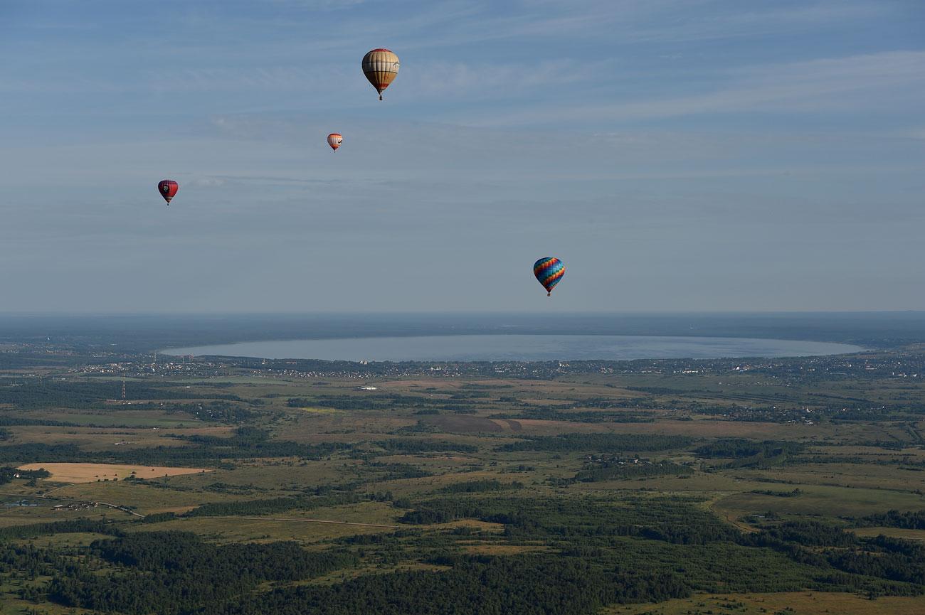 В продължение на 5 дни през юли древните градове Переславъл Залески и Ростов Велики (на 150 км западно от Москва) се превръщат в мека на почитателите на балоните с горещ въздух.