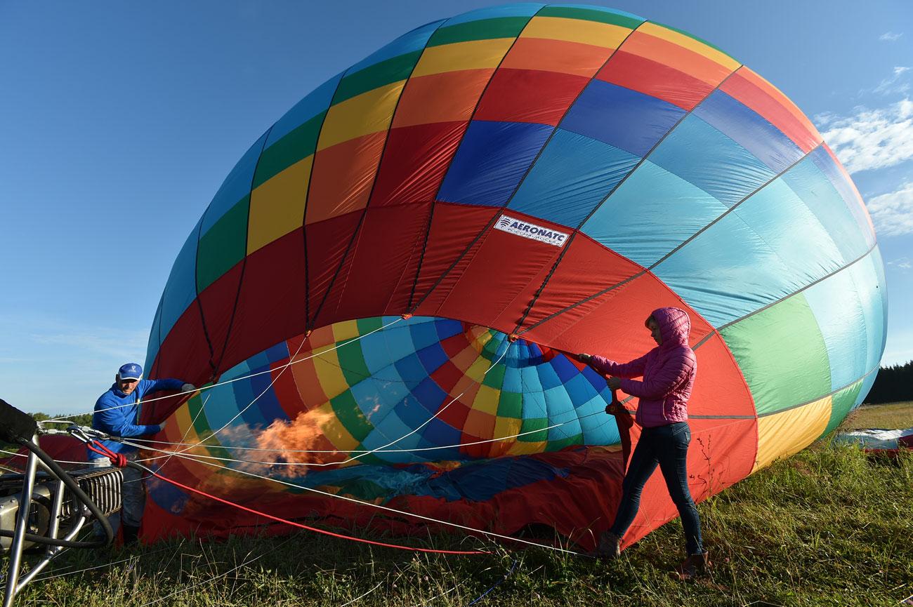 При летенето с балон всичко зависи от безупречната работа в екип.