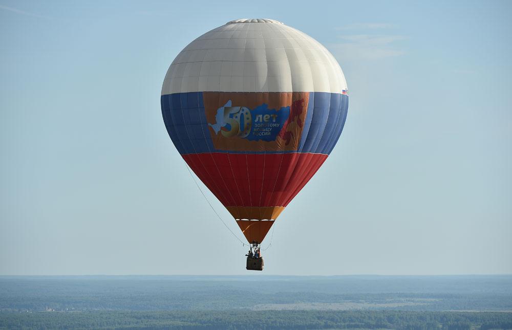 Чувени путник Фјодор Коњухов је недавно летео око света у аеростату на гас.