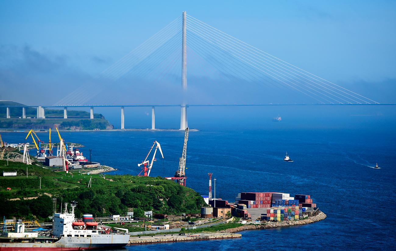 ルースキー島連絡橋、ウラジオストク。=