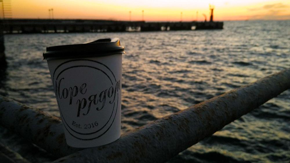 """Il nome del locale """"More ryadom""""  in russo significa """"il mare è vicino"""". Fonte: Sofja Raevskaja"""