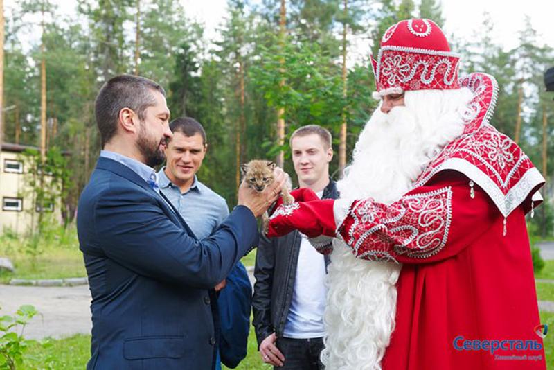 Ded Moroz handed the lynx over to representatives of HC Severstal.