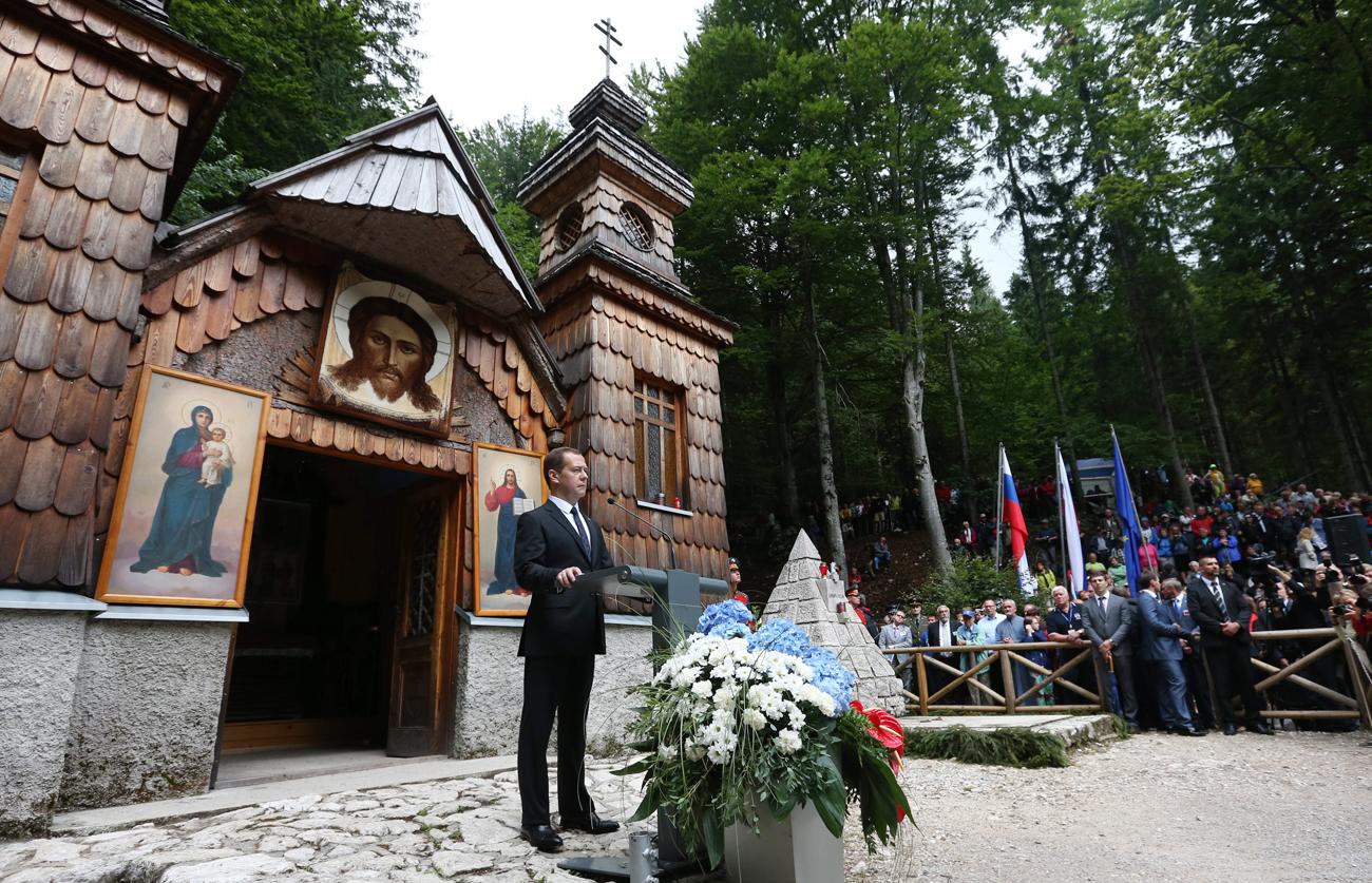 Lanske slovesnosti ob Ruski kapelici pod Vršičem se je udeležil predsednik ruske vlade Dmitrij Medvedjev.