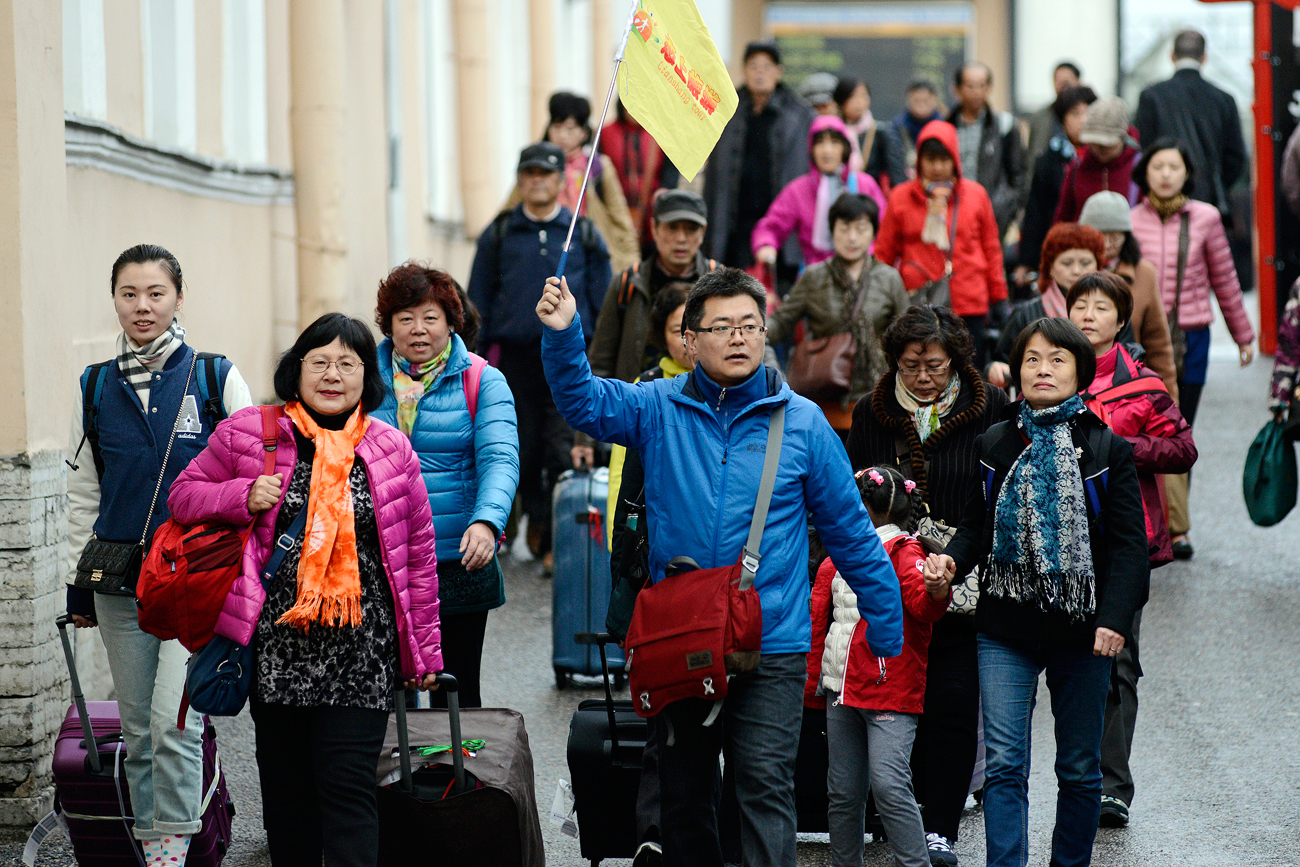 Chinese tourists in St. Petersburg.