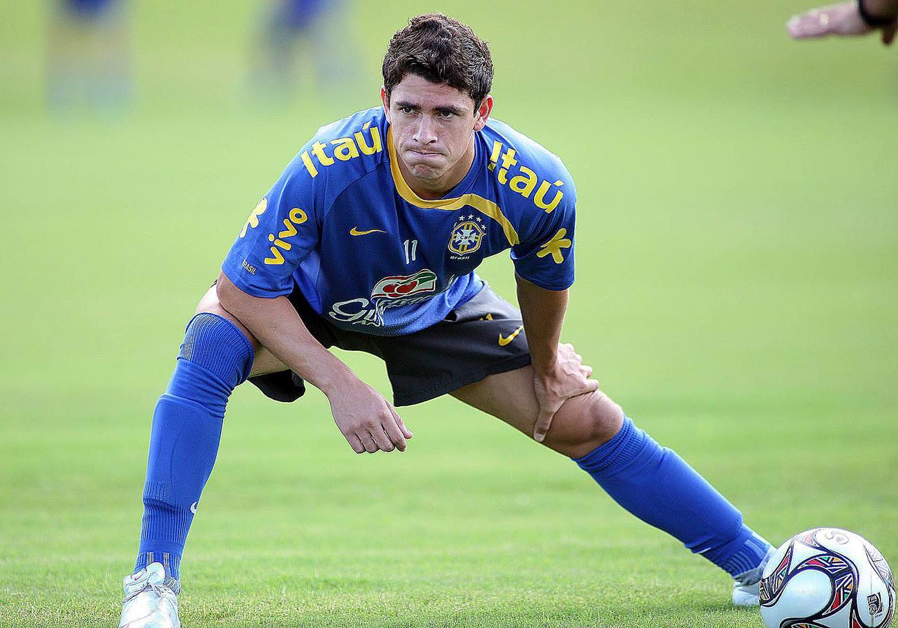 Negociação com Giuliano foi rápida, e jogador partiu para a Rússia, onde chegou na segunda-feira, um dia depois de filho nascer.