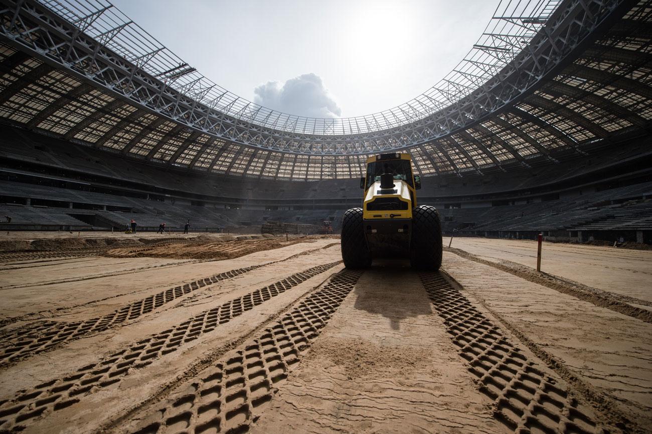 同スタジアムは現在、2018年FIFAワールドカップの開幕戦と決勝戦にむけて、不死鳥のごとく復活すべく、現在改修工事中だ。
