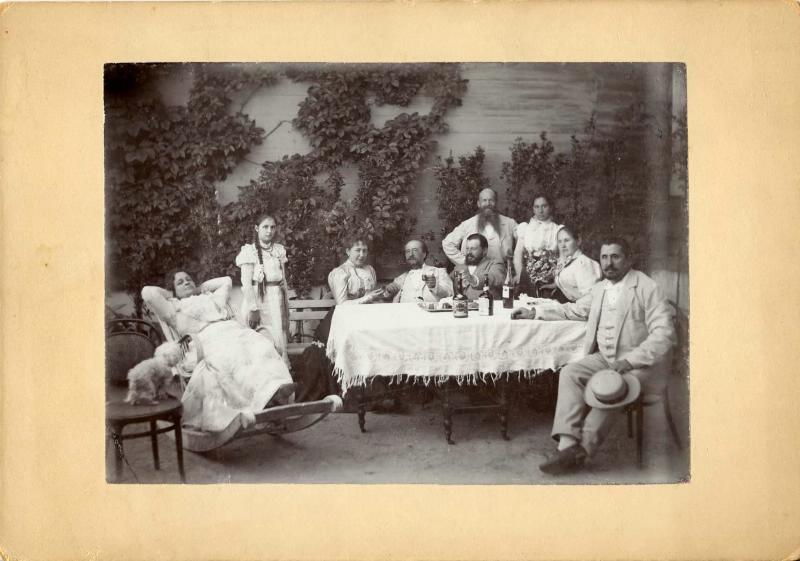 В ранната съветска епоха дачи се полагат само на светила на културата и науката и държавници от най-висок ранг. / Семейство на дачата, 1900-те.