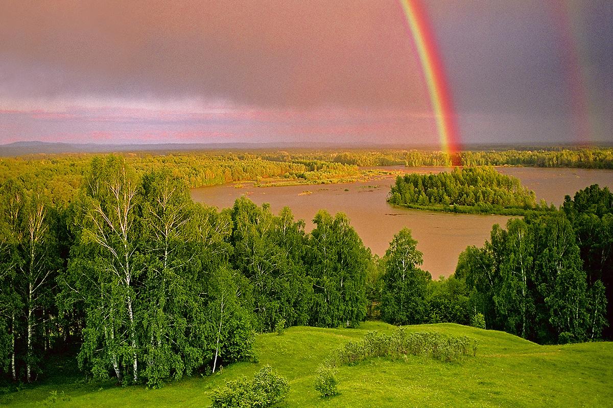Tra i fiumi più grandi che attraversano questo territorio ci sono il Katun, il Bukhtarma e il Biya: tutti affluenti dell'Ob