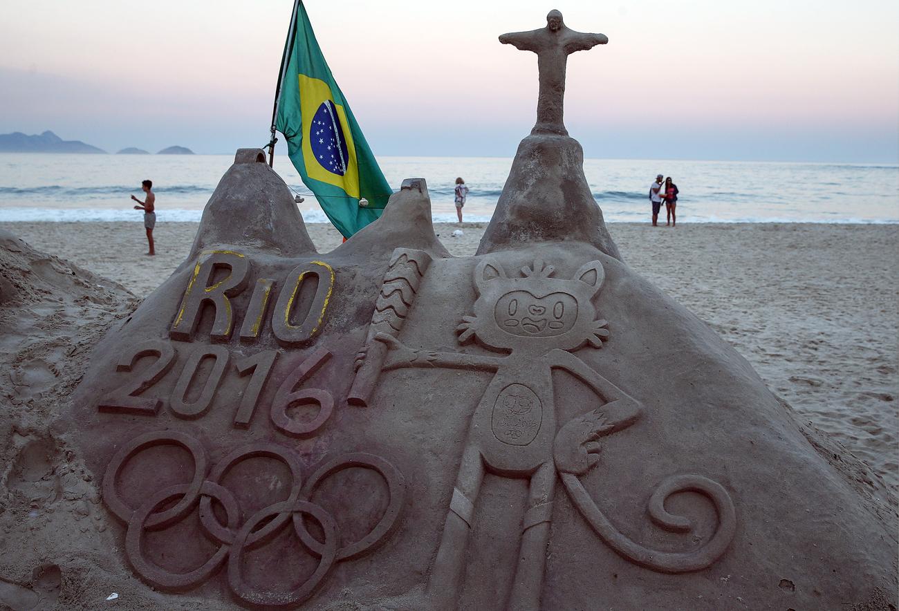 Amanhecer em Copacabana, na véspera da abertura dos Jogos Olímpicos