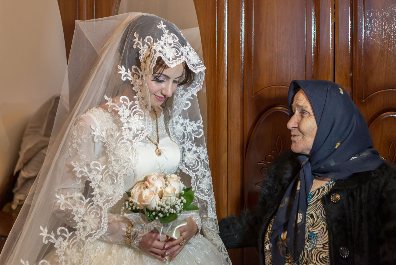 <p>The bride is supposed to show deep sadness and modestly lower her eyes.</p>