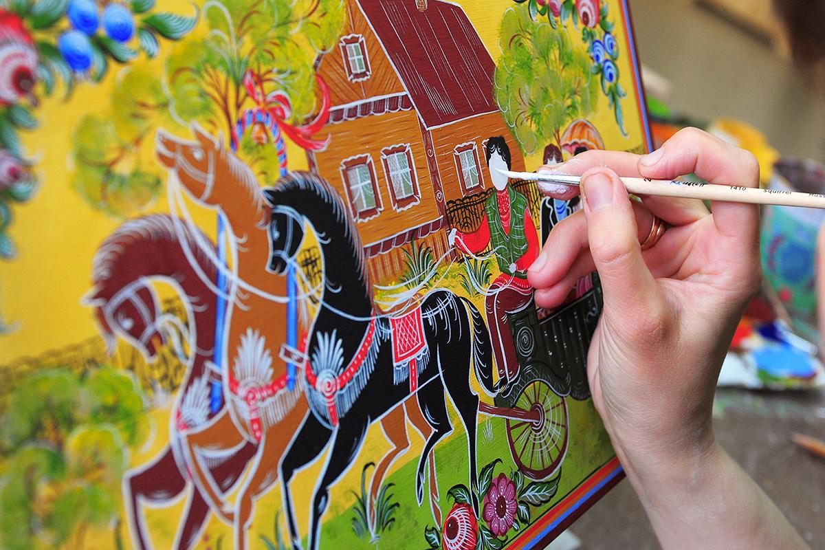 Традиционните руски елементи за украса често могат да се видят по целия свят. Докато рисунките от Жостово се радват на популярност сред известни дизайнери и модни къщи, а гжелските десени се срещат често върху порцеланови украшения, городецкият стил на рисуване попада в своя отделна графа.