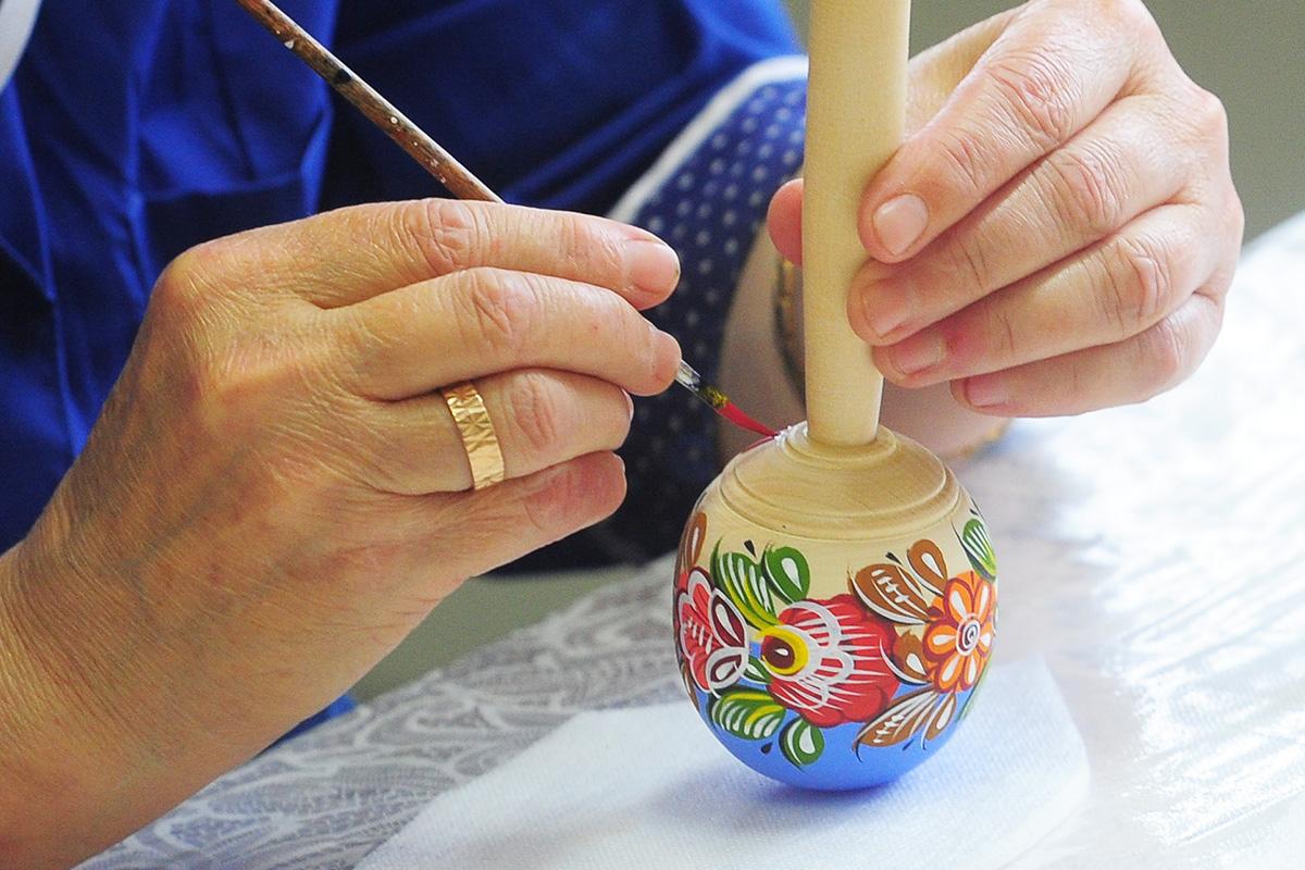 Городецките рисунки може и да не са толкова известни сред традиционните руски шарки, но те имат свои собствени уникални форми, цветове, чар и шик.