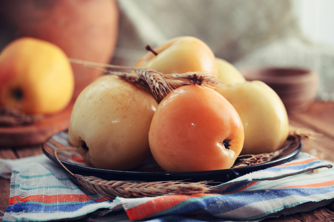 Pickled apples: try the taste renowned poet adored!