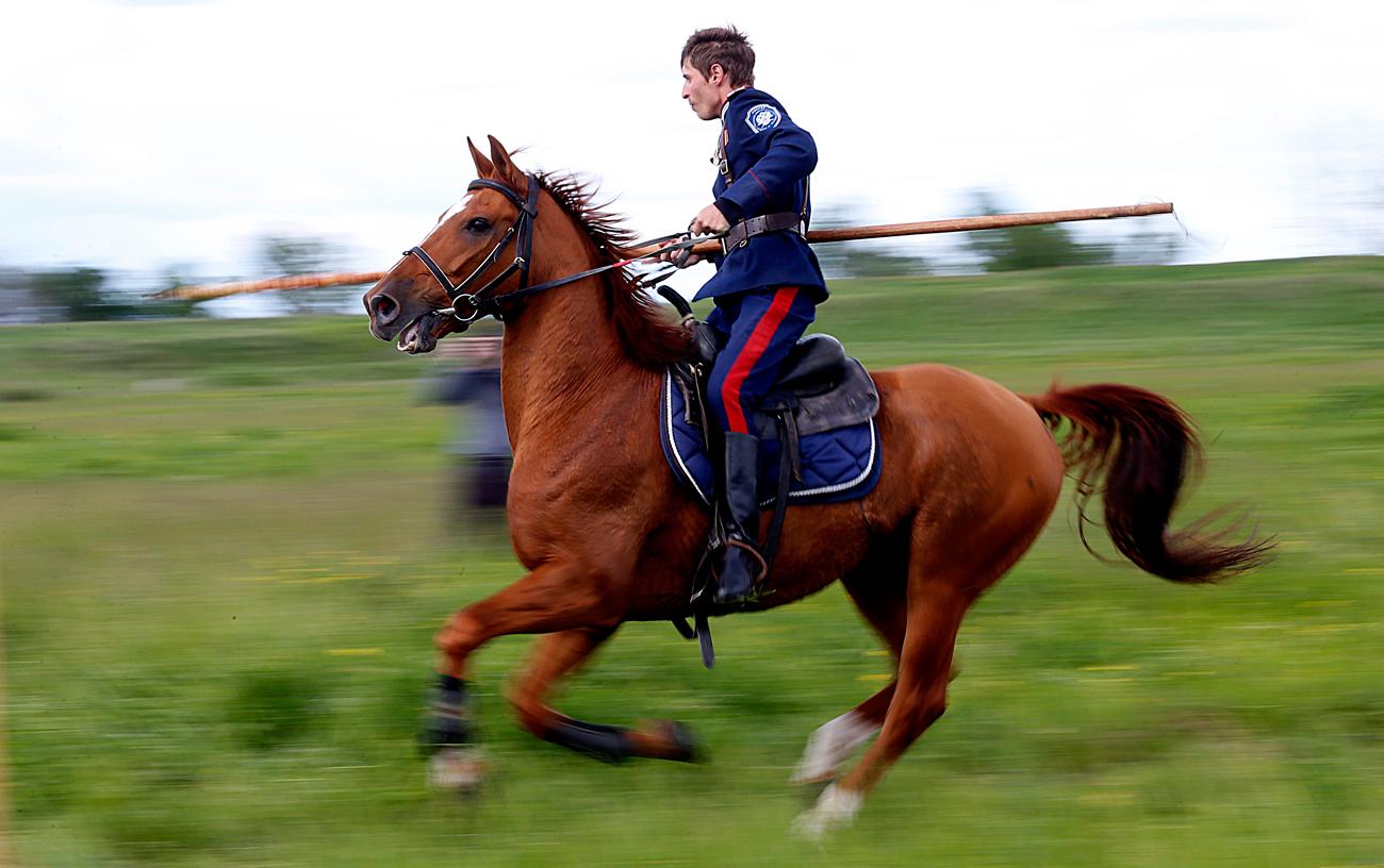 コサックの伝統的な競技大会「シェルミツィ」、ロストフ州、2016年5月10日=