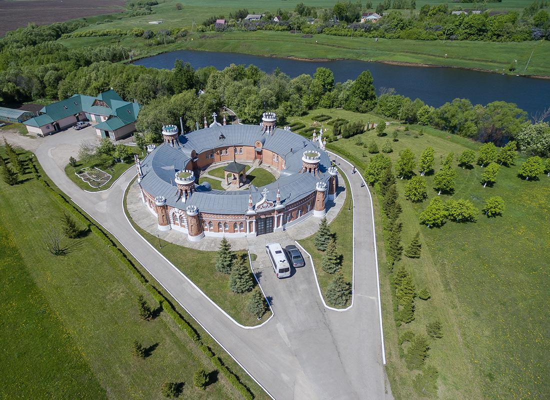 Здање у псеудоготском стилу на имању Красно у Рјазанској области.