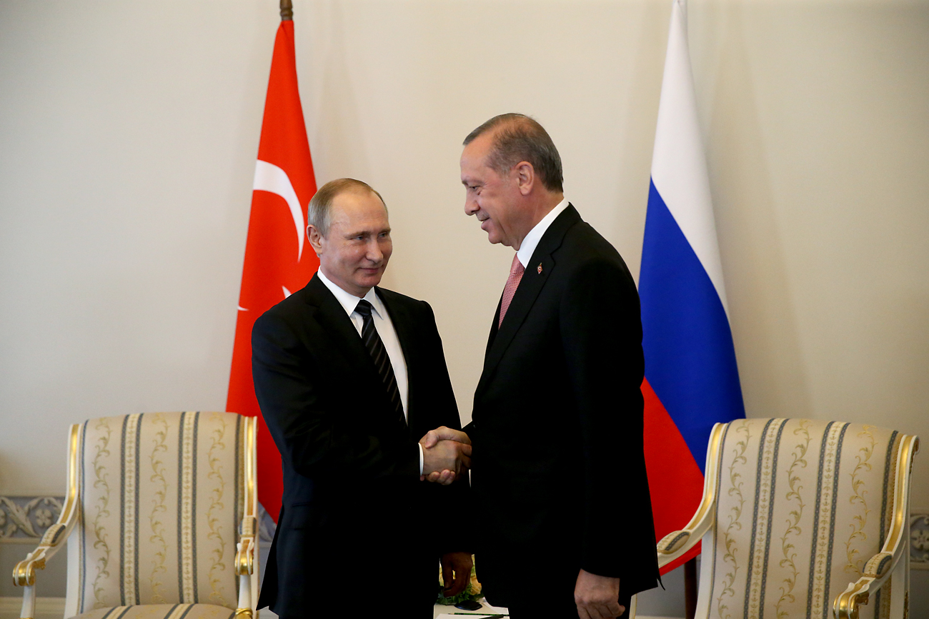 Russia's President Vladimir Putin (L) and Turkey's President Recep Tayyip Erdogan shake hands during a meeting in Konstantin Palace in St. Petersburg, Russia, on August 9, 2016.