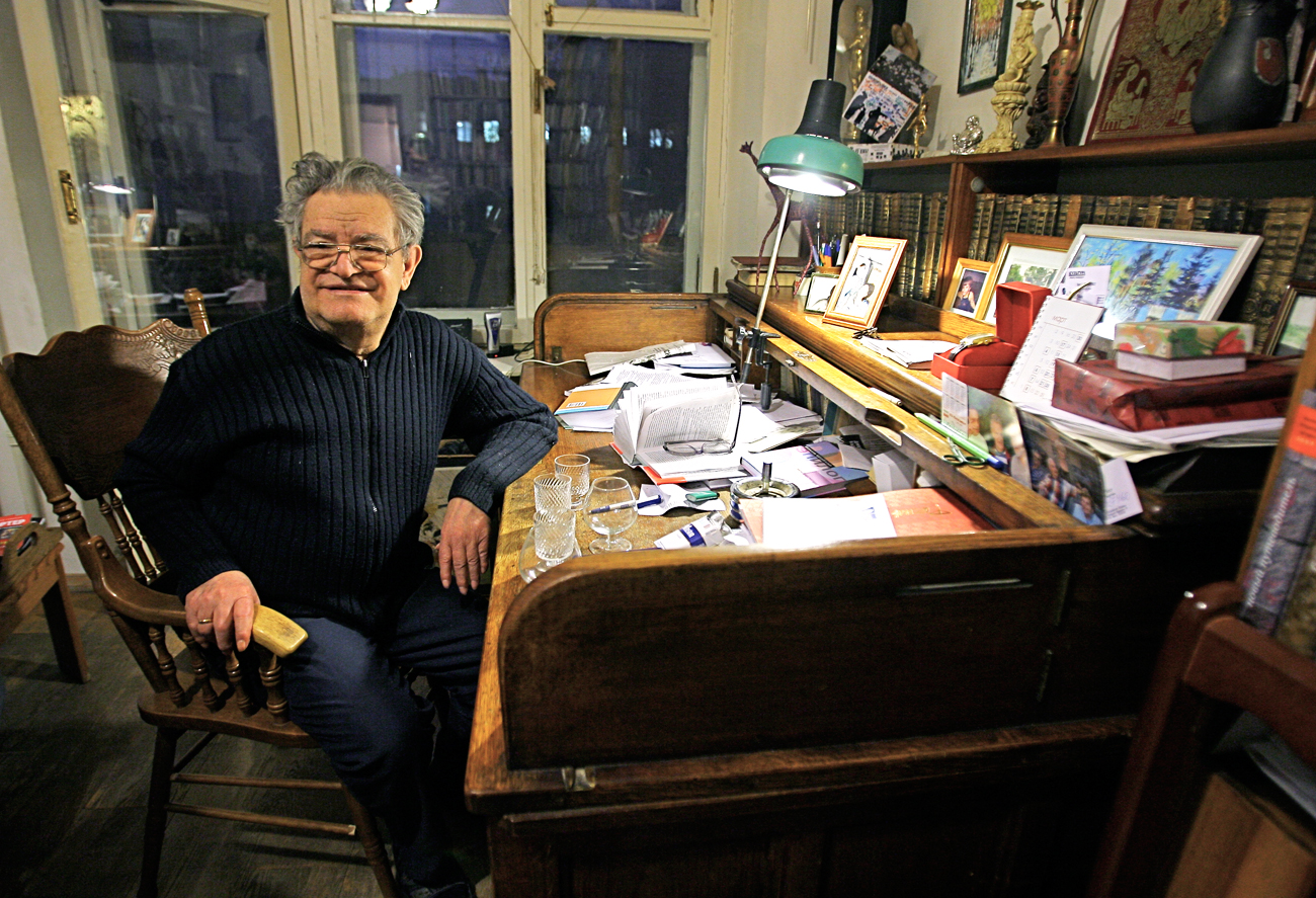 Fazil Iskander in his house in Moscow.