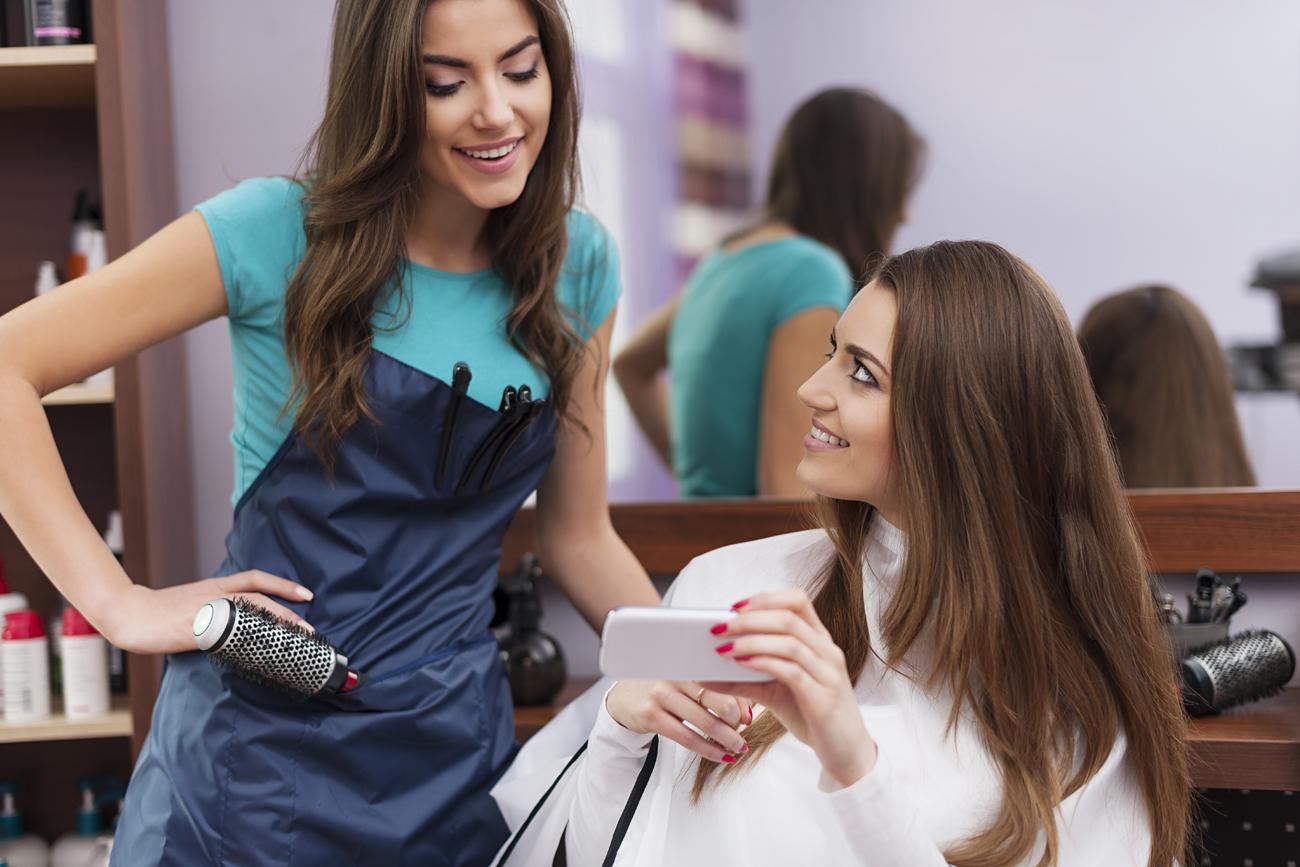 Fra le varie funzioni messe a disposizione da KliChat c'è perfino la possibilità di prenotare un appuntamento dal parrucchiere.