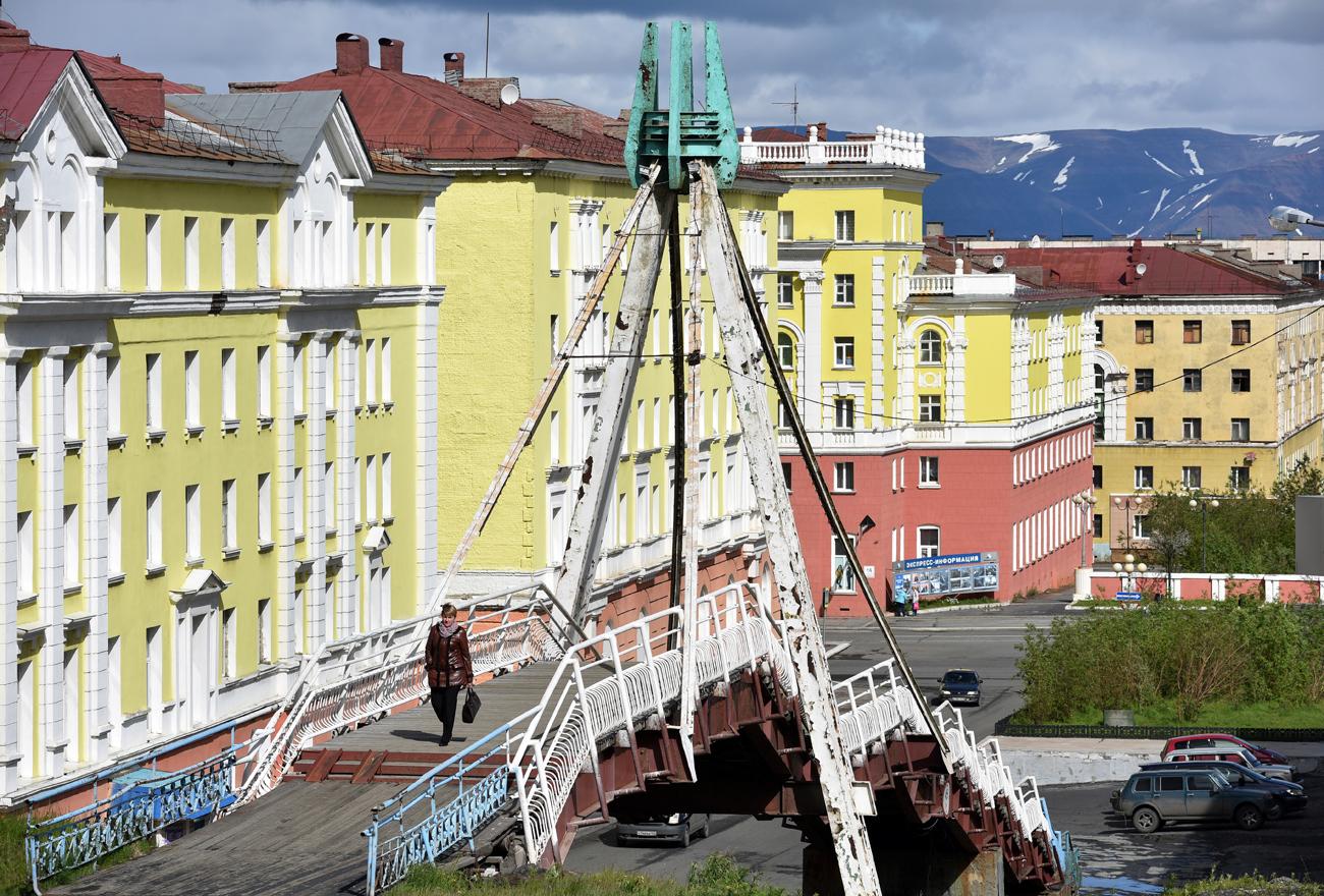 Most za pešce v centru Norilska. Vir: Denis Koževnikov / TASS
