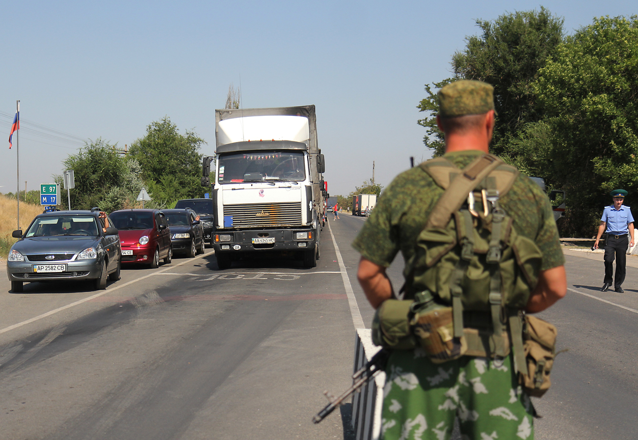 "Vehicles standing in queue at the checkpoint ""Armyansk"", at the Ukraine-Russia border."