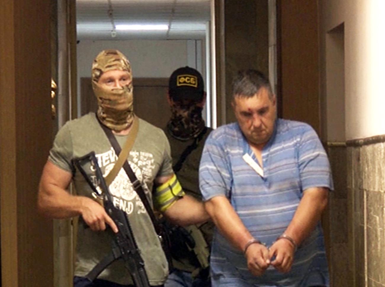 Nach Angaben des Geheimdienstes wurden ukrainische als auch russische Staatsangehörige, die als Agenten des ukrainischen Verteidigungsministeriums an der versuchten Sabotage beteiligt gewesen sein sollen, festgenommen. Sie legten derzeit Geständnisse ab.