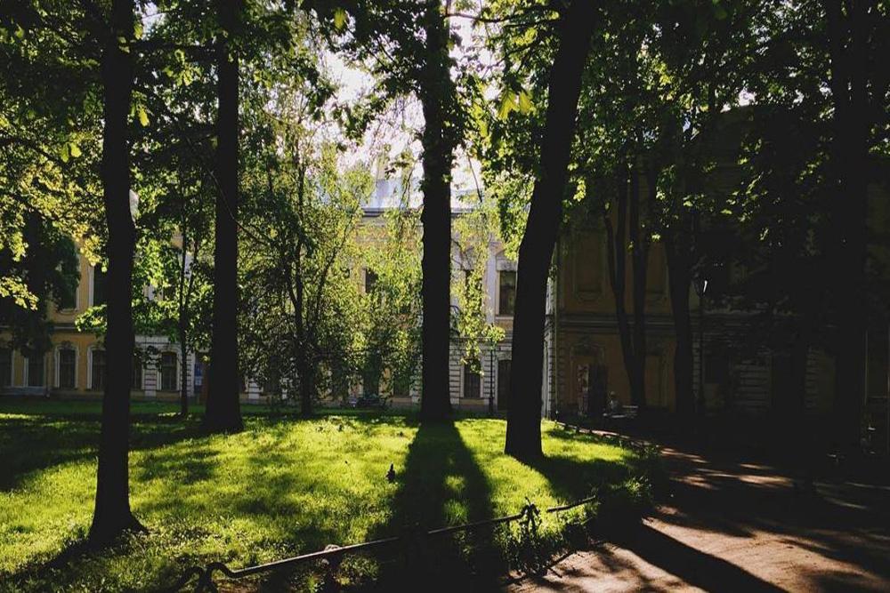 Además de Dostoiévski, en San Petersburgo vivieron tales famosos autores rusos como Vladímir Nabokov, Joseph Brodski, Anna Ajmátova y Serguéi Dovlatov, entre otros. El piso-museo de la poeta Anna Ajmátova. Fuente: servicio de prensa