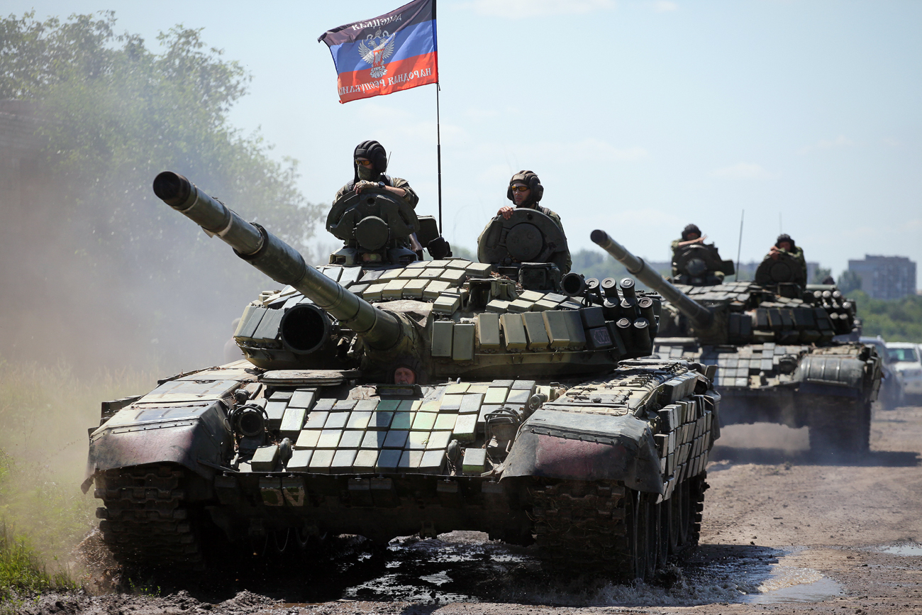 Donetsk People's Republic troops unilaterally withdraw military hardware equipped with guns with a diameter greater than 100mm to a distance of 3km away from the frontline.
