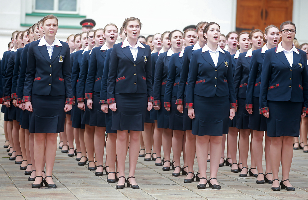 Priority at the Boarding School of the Defense Ministry is given to girls from families in which a member has been awarded with the Hero of Russia medal.