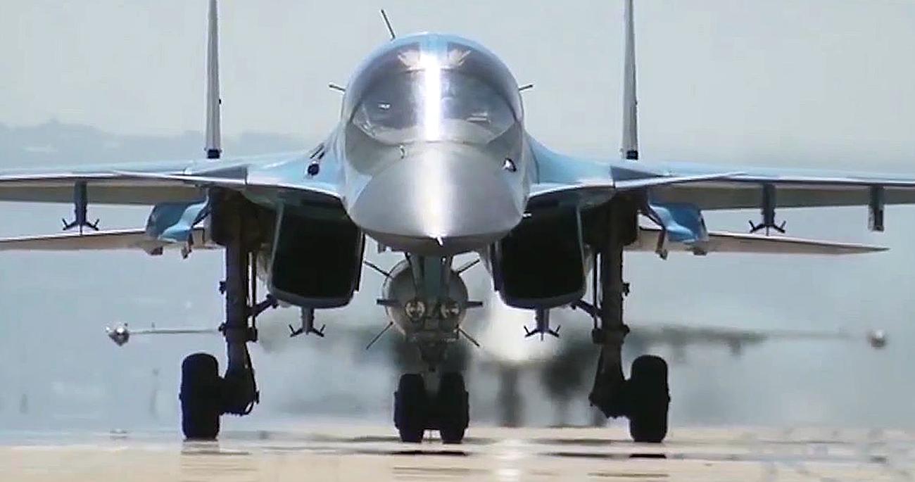 シリアのフメイミム空軍基地、ロシアの爆撃機=