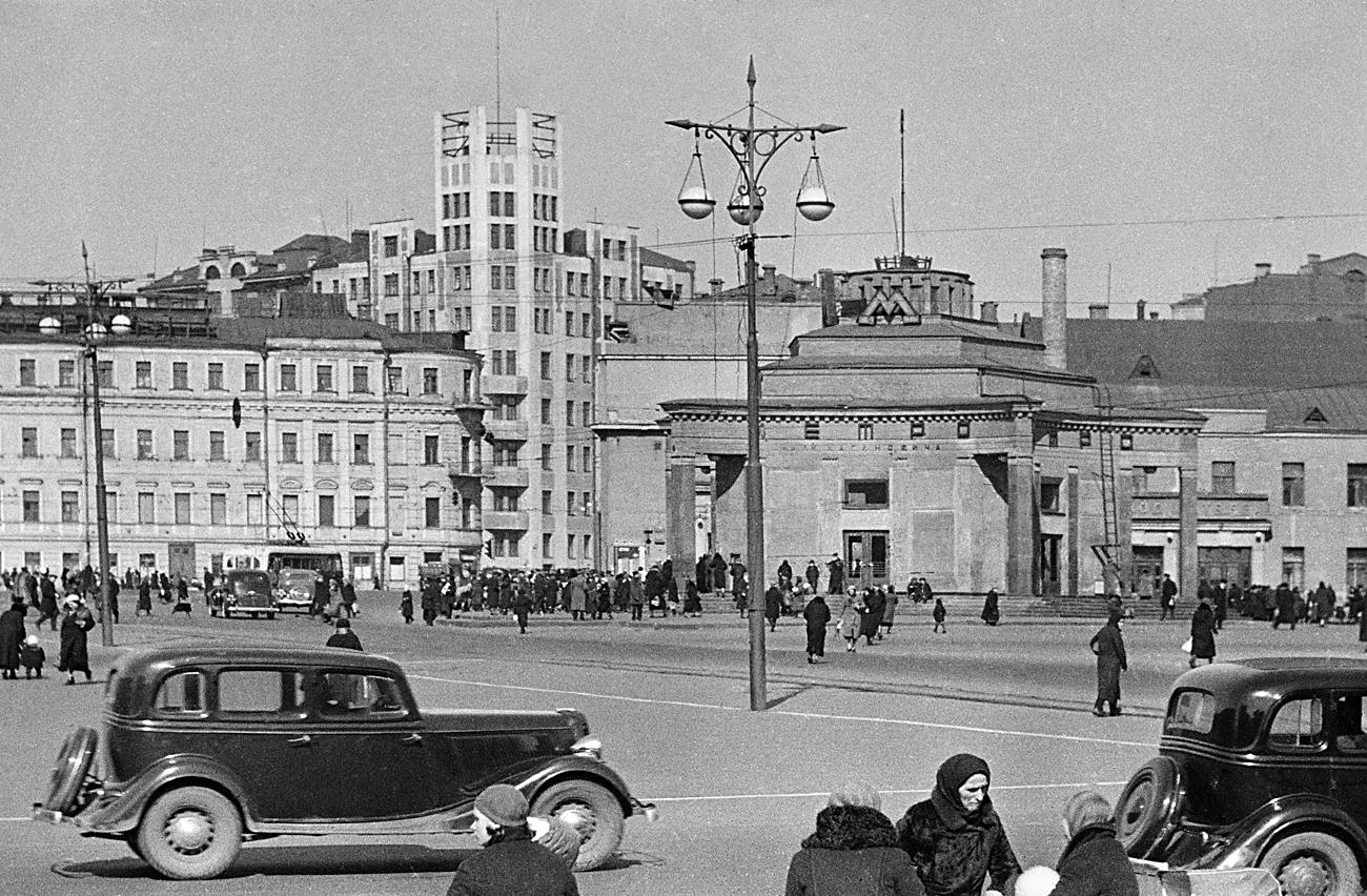 Arbatplatz in Moskau in den 30ern. Foto: Anatoliy Garanin/RIA Novosti