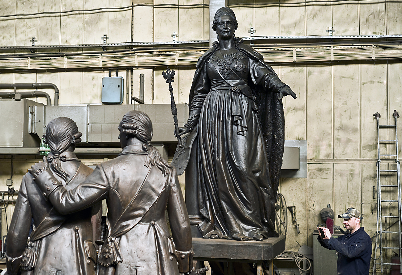 The monument to Catherine II and bronze figures of Prince Grigory Potyomkin-Tavrichesky and Vasily Dolgorukov-Krymsky at Lit Art sculpture production plant in Zhukovsky near Moscow before being sent to the Crimea.