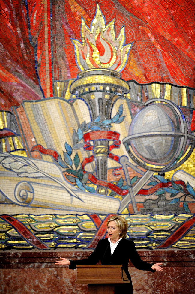 A large, bright mosaic uniting the symbols of science, knowledge, and the Soviet Union can still be seen in the assembly hall of Moscow State University. Ceremonies for students graduating with honors are held here, as are meetings with important guests – for example, Hillary Clinton.