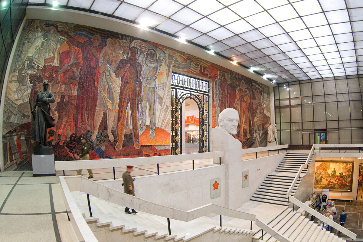 The interior of the Central Armed Forces Museum in Moscow, which was called the Museum of the Soviet Army before 1993. Located on Soviet Army Street, it still has a strong link to Soviet times.