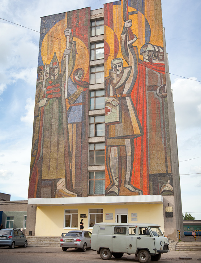 In Soviet times, mosaic art was funded generously. There were murals 8 storeys high. / Red Army soldiers, a female worker, a doctor, and WW2 soldiers on the wall of a railway station in the city of Ivanovo.