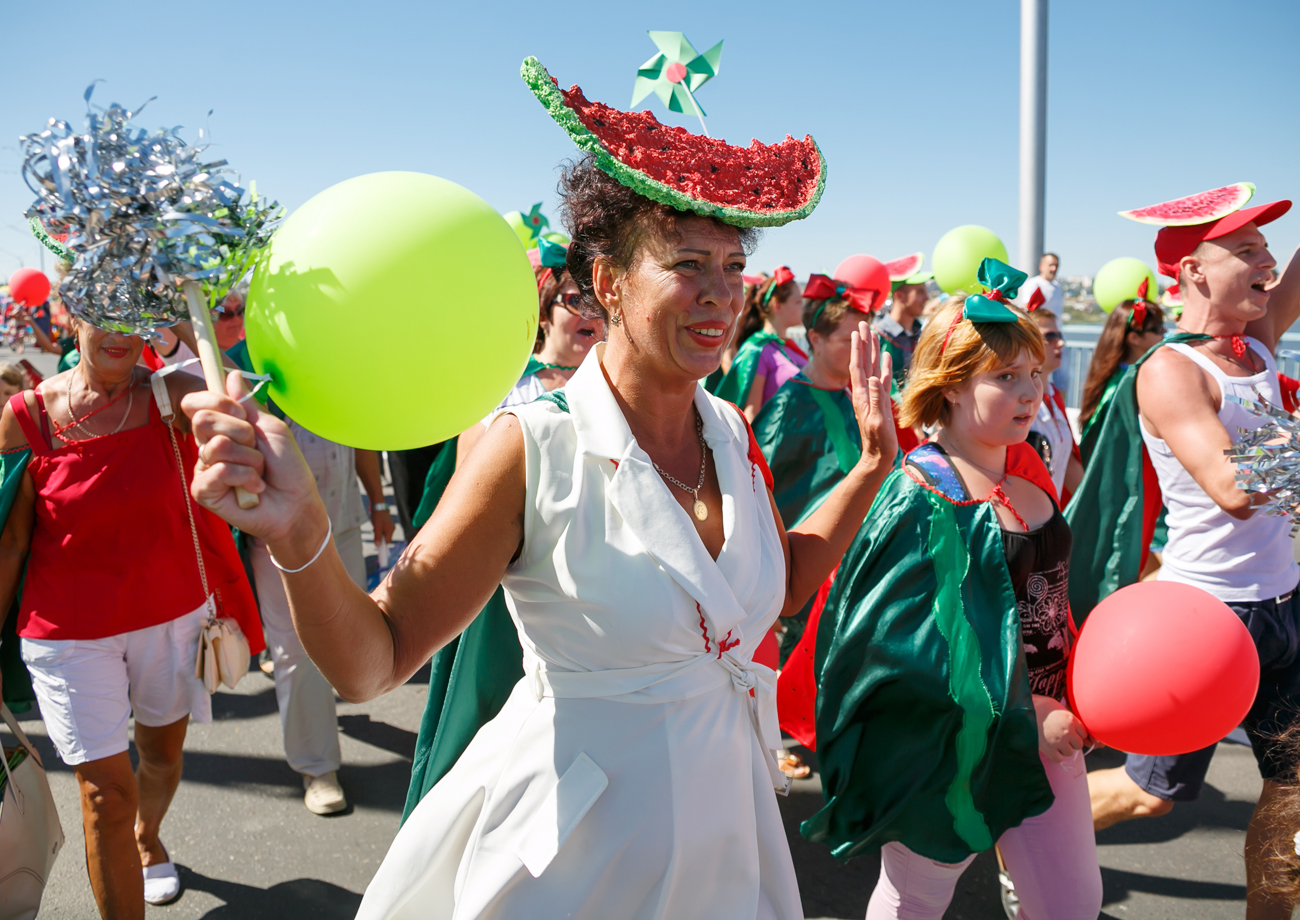 Kamyshinsky Watermelon FestivalУчастники костюмированного парада на Камышинском арбузном фестивале.