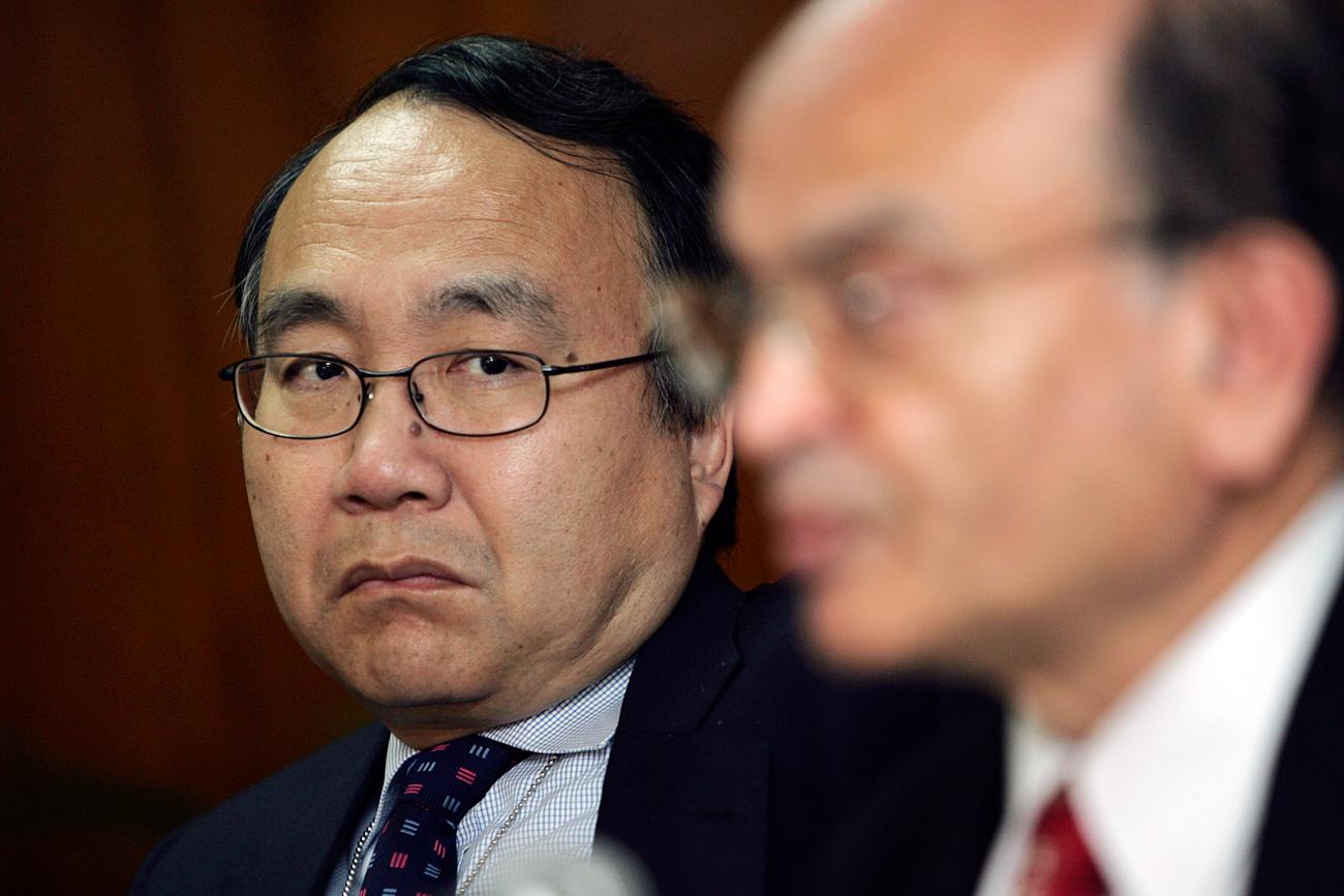 """Zhu (esq): """"Esperamos contribuir para desenvolver a região [asiática]"""""""