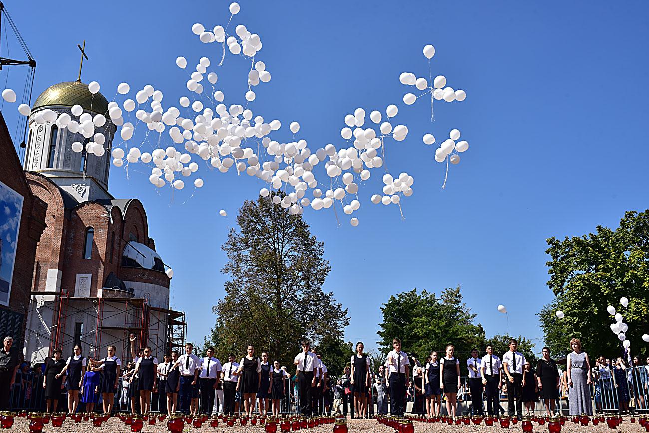 Россия. Беслан. 3 сентября 2016. Во время дня памяти жертв террористического акта 1-3 сентября 2004 года.