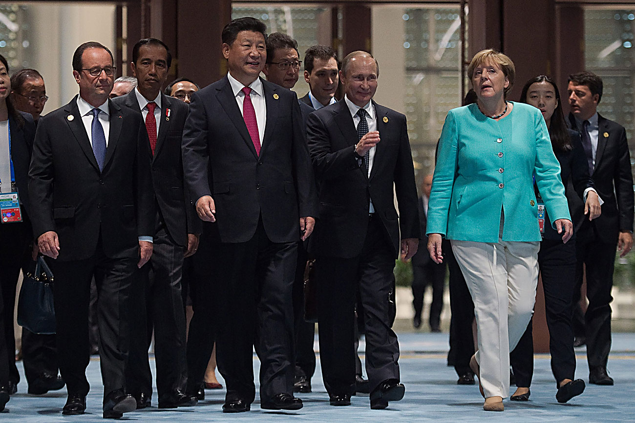 From front left, French President Francois Hollande, Indonesia's President Joko Widodo, Chinese President Xi Jinping, Russia's President Vladimir Putin and German Chancellor Angela Merkel arrive for the opening ceremony of the G-20 Leaders Summit in Hangzhou, in China's eastern Zhejiang province on Sunday, Sept. 4, 2016