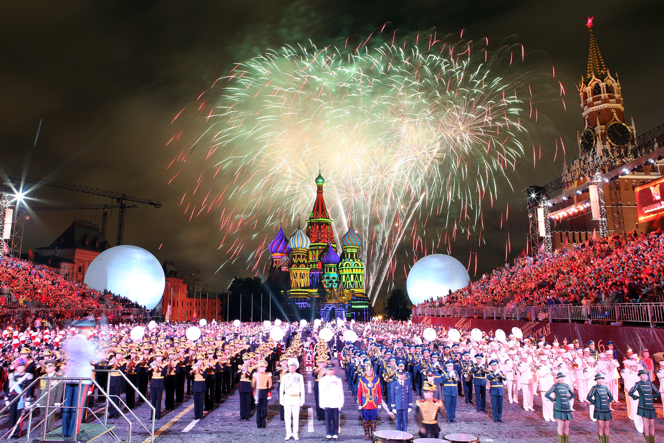 Fireworks at the closing ceremony of the 9th Spasskaya Tower international military music festival, in Red Square
