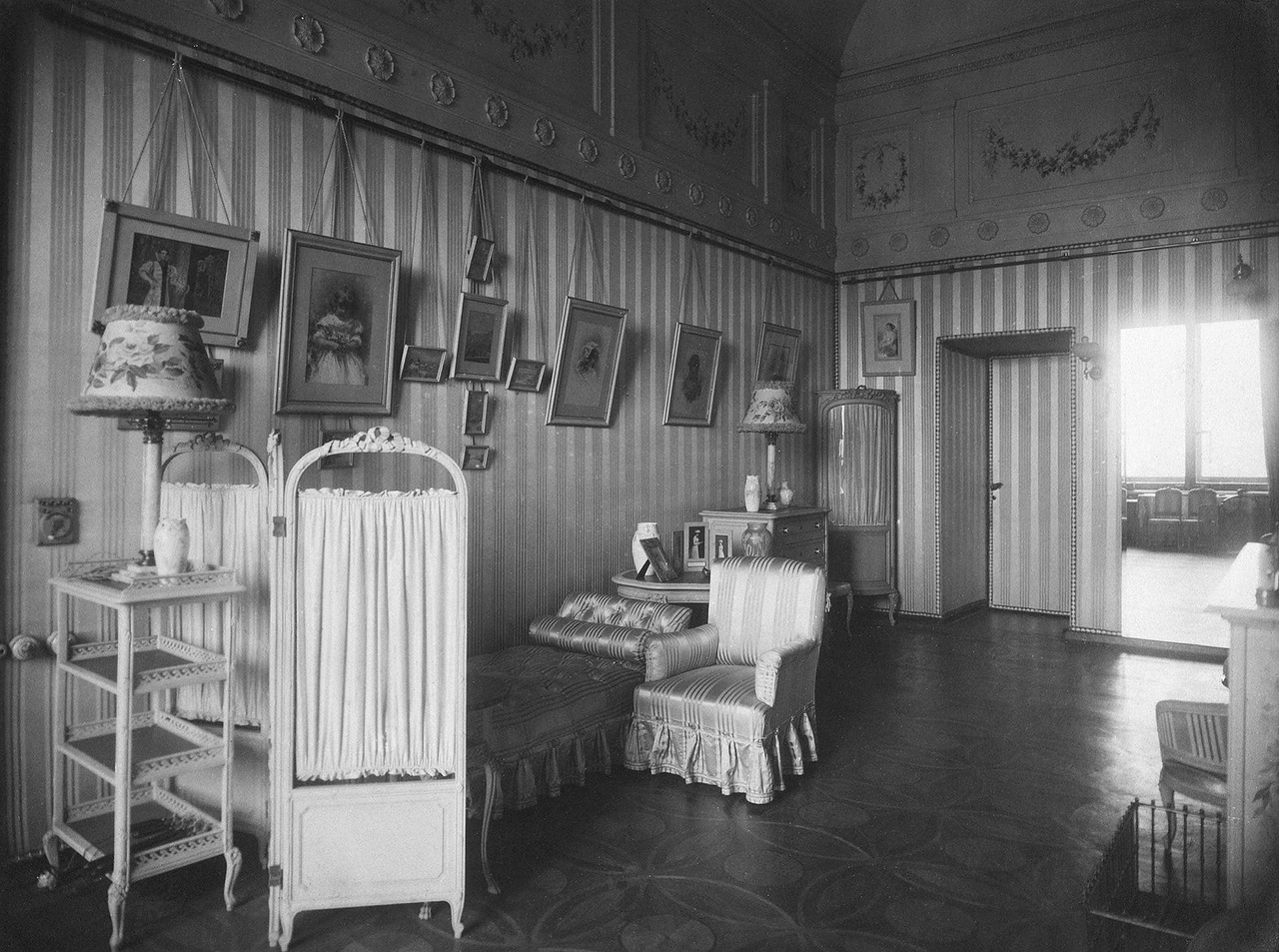In January 1920, the State Museum of Revolution was opened in the Winter Palace. It shared the building with the State Hermitage right up until 1941. Currently, the Winter Palace and the Hermitage Museum are one of the most popular attractions for tourists from around the world. / Empress Alexandra Fedorovna's bedroom.