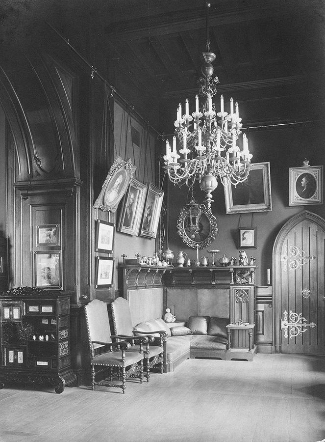Then in October 1918, the Provisional Government was overthrown and the era of the Soviet Union began. / Emperor Nicholas II's cabinet.