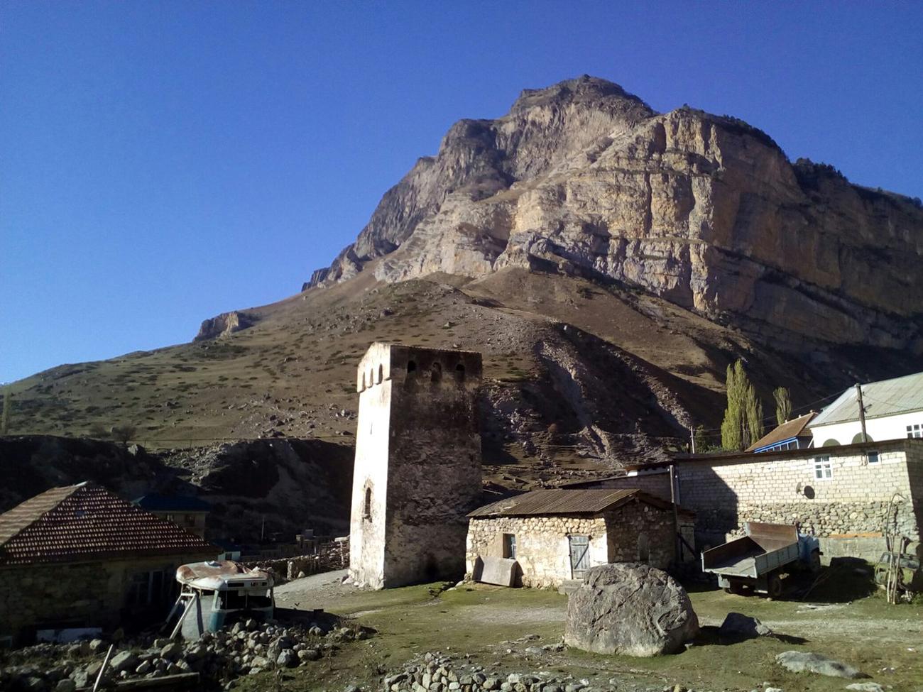 Das Dorf Eltjubu. Bild aus dem persönlichen Archiv.