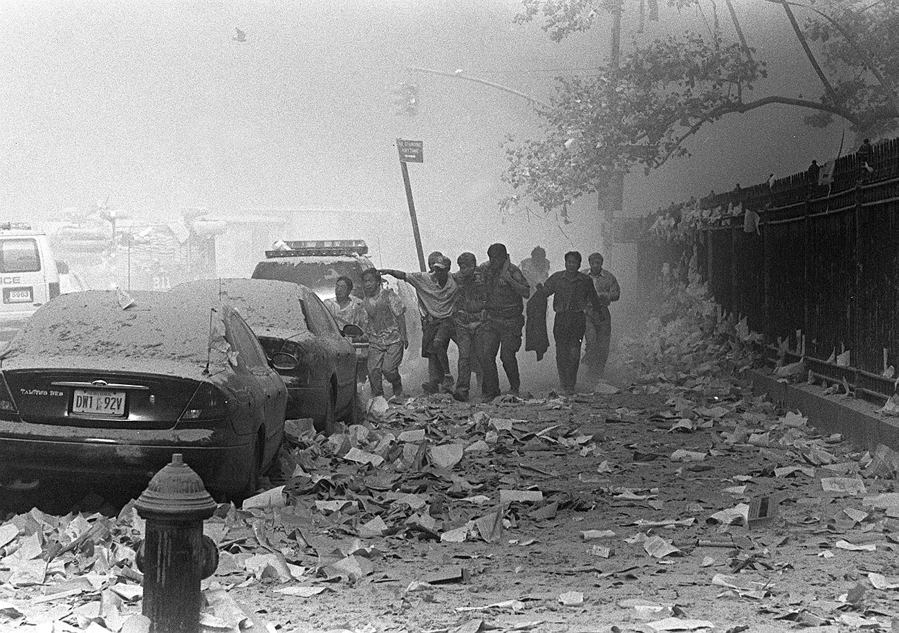 Le strade travolte dalla polvere dagli edifici crollati. Fonte: Gulnara Samojlova/AP