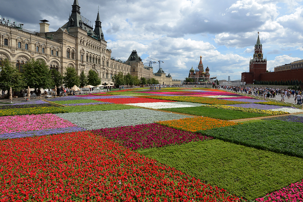 Moscow gets ready to welcome the Flowers' Festival on Red Square on July 19, 2013.