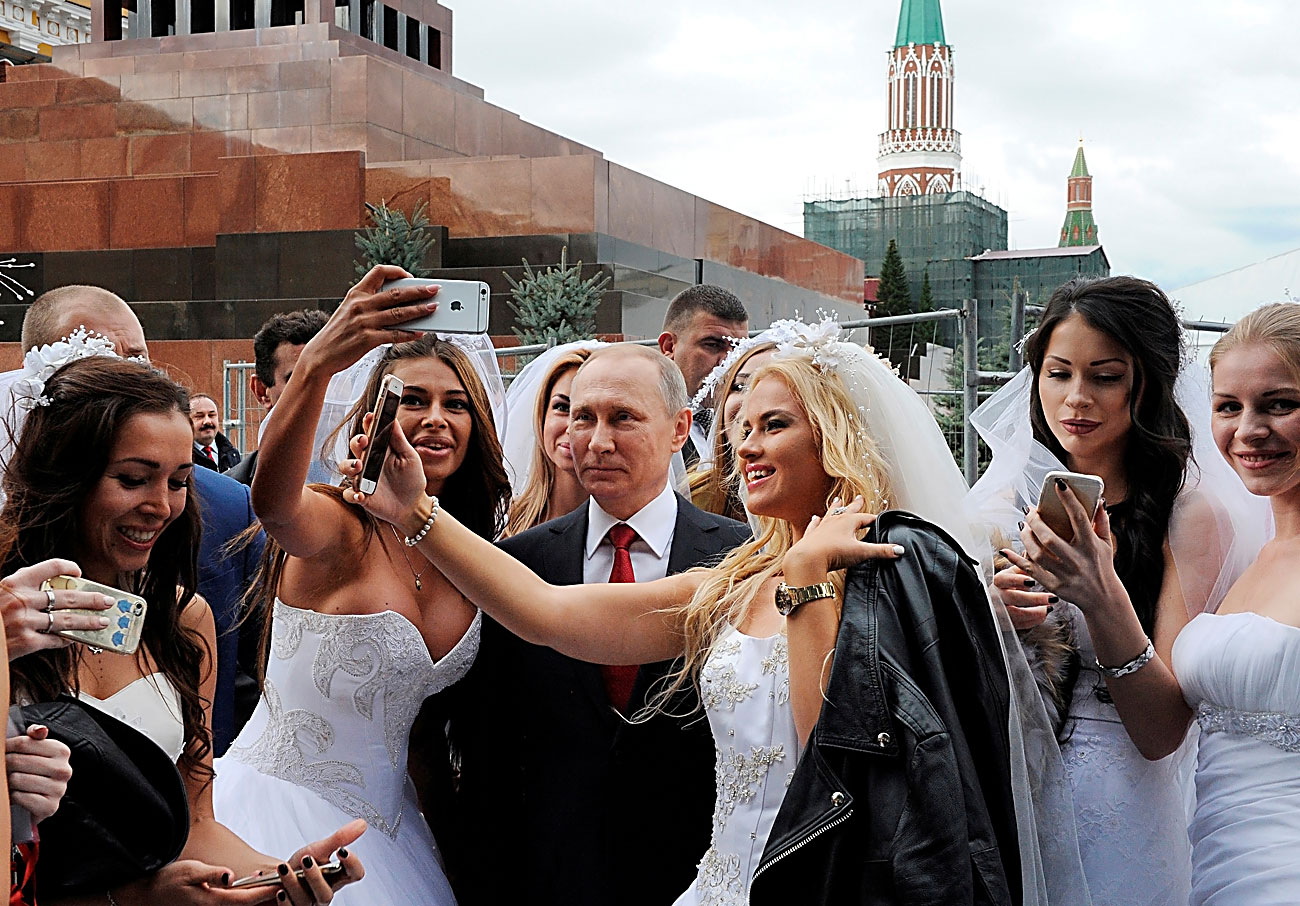 Russian President Vladimir Putin poses for a photo during the celebrations for the City Day at Red Square in Moscow, Russia September 10, 2016.