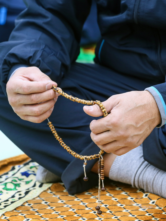 Takoj po molitvah muslimani hitijo, da bi čim prej opravili žrtvovalni obred. Moskovske oblasti so določile 14 mest, kjer lahko ljudje žrtvujejo koze.