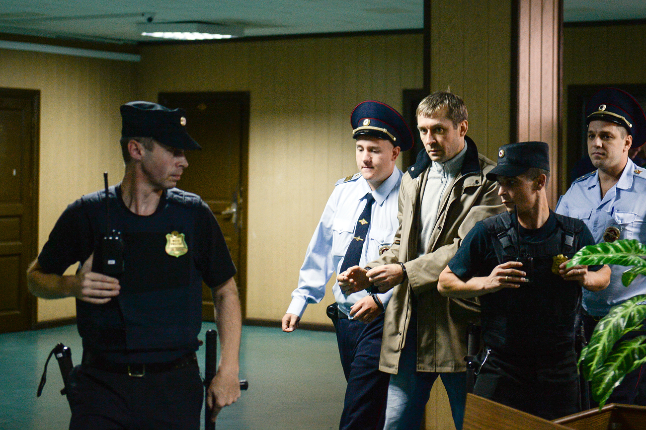 Acting head of the T Department of the Central Anti-Corruption Board (Guebipk) of the Russian Interior Ministry Dmitry Zakharchenko suspected of bribery at the Moscow Presnenksky Court.