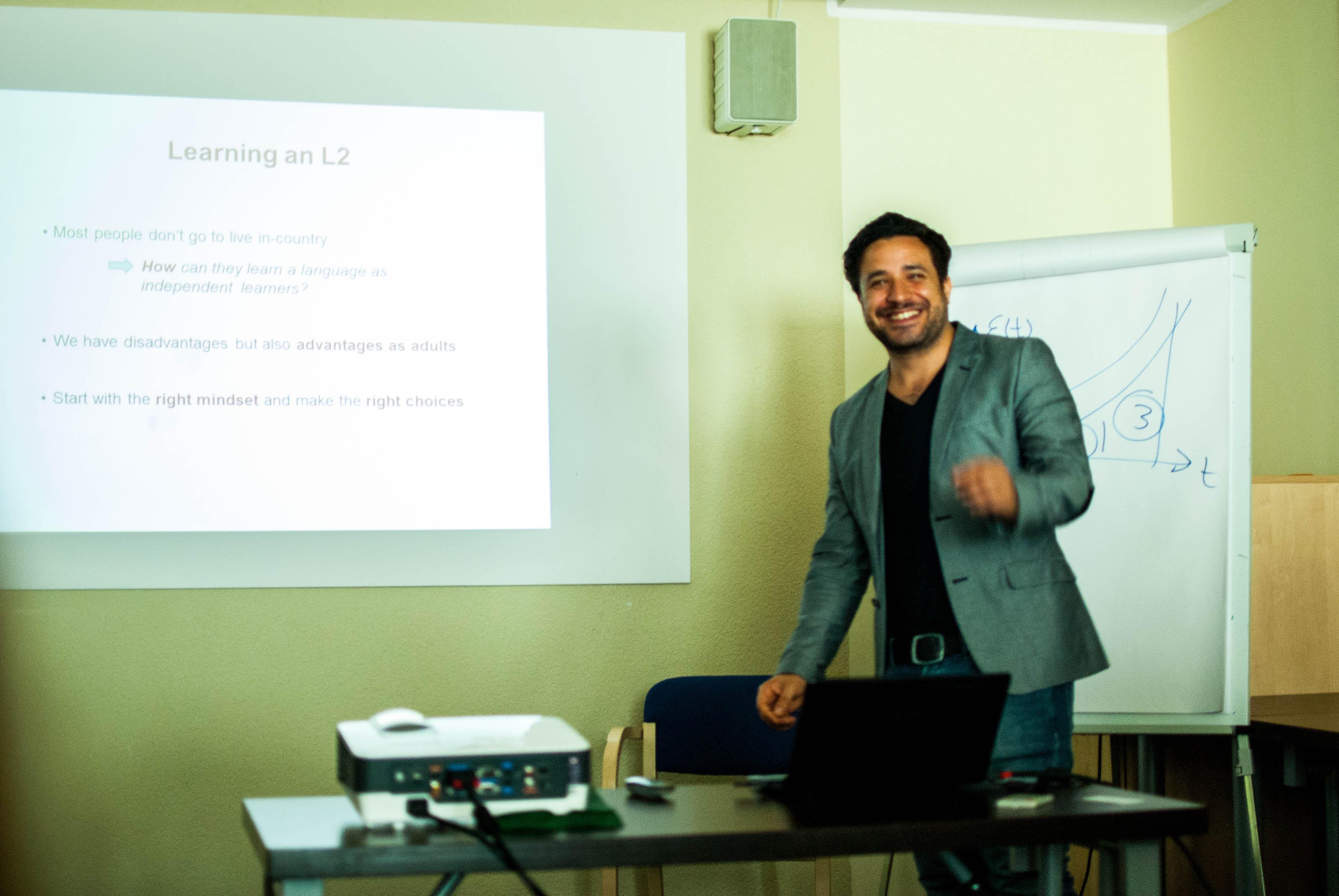 Luca Lampariello durante una lezione. Fonte: archivio personale